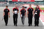 charles-pic-marussia-f1-team-walks-the-circuit-3
