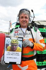 Neil Dickie, Sahara Force India F1 Team with a congratulatory message for Bradley Wiggins, Tour De France winner