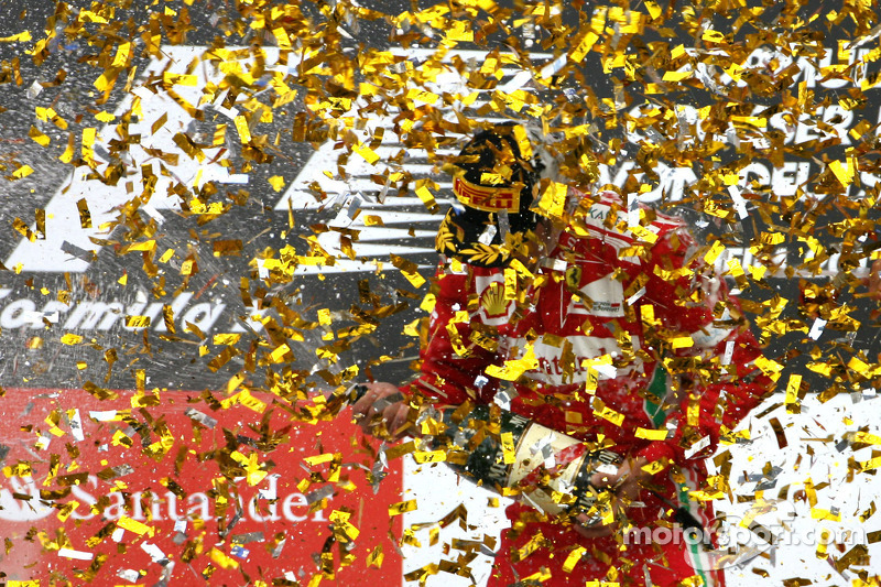 Podium: race winner Fernando Alonso, Scuderia Ferrari
