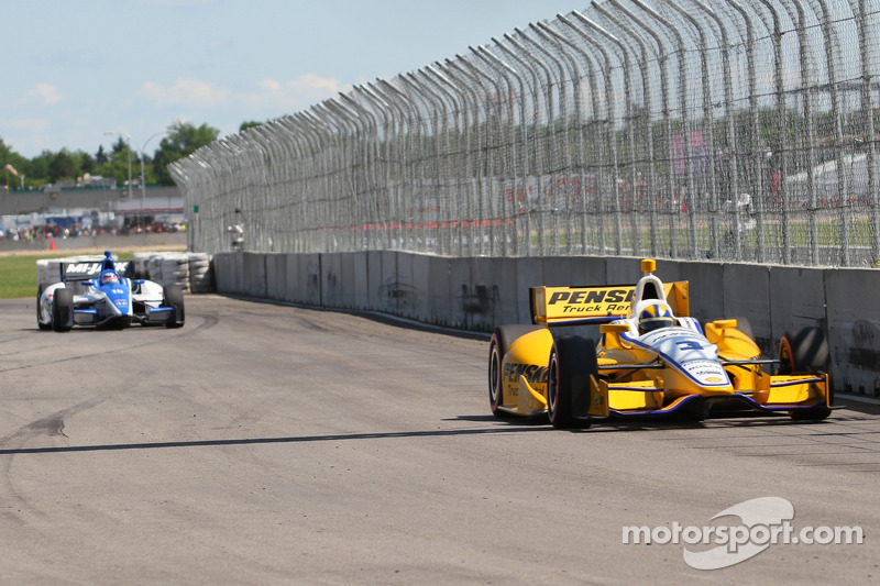 Helio Castroneves, Team Penske Chevrolet and Takuma Sato, Rahal Letterman Lanigan Honda