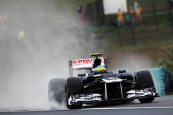 Bruno Senna, Williams rejoins the track after running wide in the wet