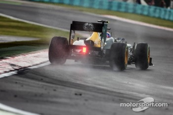 Vitaly Petrov, Caterham in the wet