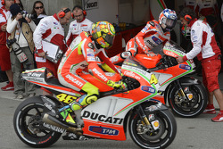 Valentino Rossi, Ducati Marlboro Team and Nicky Hayden, Ducati Marlboro Team