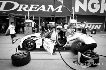 Pit stop practice for #39 Lexus Team Sard Lexus SC430