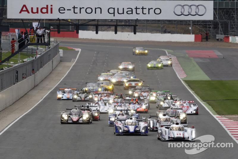 Start: #1 Audi Sport Team Joest Audi R18 e-tron quattro: Andre Lotterer, Benoit Tréluyer, Marcel Fässler leads