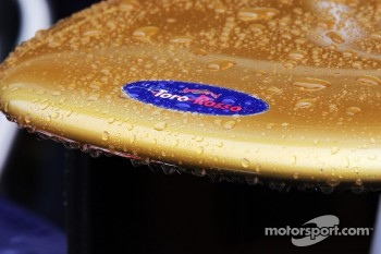 Rain drops on the Scuderia Toro Rosso nosecone