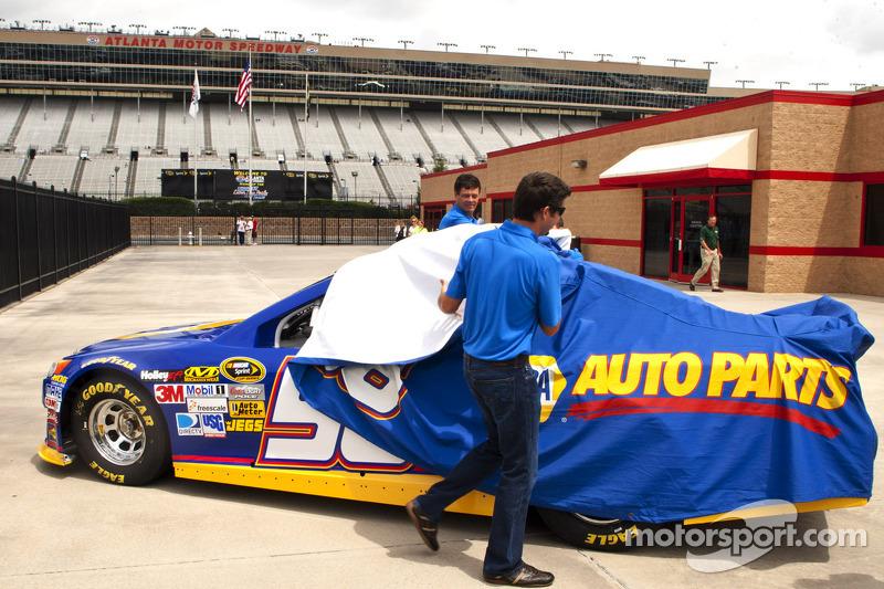 Martin Truex Jr. announces continued partnership with Michael Waltrip Racing