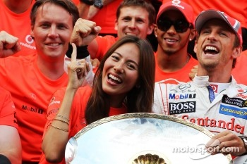 Race winner Jenson Button, McLaren celebrates with Jessica Michibata, and the team
