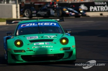#17 Team Falken Tire Porsche 911 GT3 RSR: Wolf Henzler, Bryan Sellers