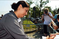 Monisha Kaltenborn, Sauber Managing Director signs autographs for the fans