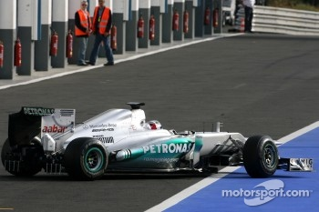 Mercedes GP test new exhaust system