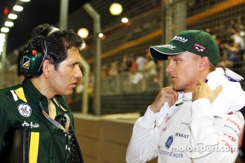 Juan Pablo Ramirez, Caterham Race Engineer with Heikki Kovalainen, Caterham on the grid