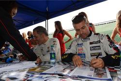 Autograph session, Tiago Monteiro, SEAT Leon WTCC, Tuenti Racing Team