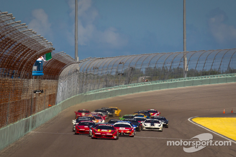 Start: #24 Ferrari of Beverly Hills 458TP: Carlos Kauffmann leads the field