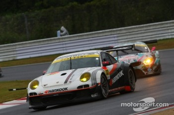 #33 Hankook KTR Porsche 911 GT3 R: Masami Kageyama, Tomonobu Fujii