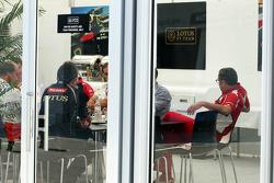 A teams' meeting in the Lotus F1 Team building