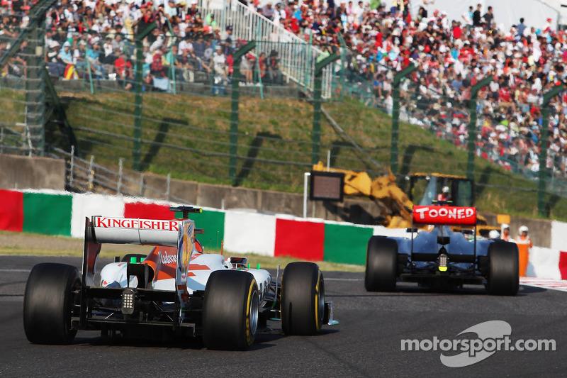 Lewis Hamilton, McLaren leads Nico Hulkenberg, Sahara Force India F1