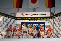 Overall podium: winners Alexander Wurz, Nicolas Lapierre, Kazuki Nakajima, second place Marcel Fässler, Benoit Tréluyer, Andre Lotterer, third place Tom Kristensen, Allan McNish
