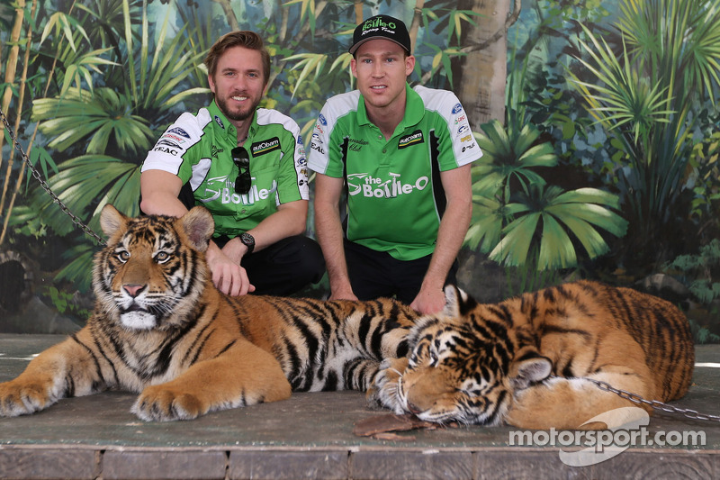 Nick Heidfeld and David Reynolds visit tigers at Dreamworld