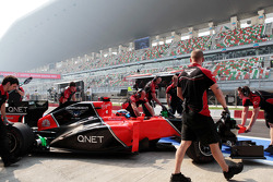 Timo Glock, Marussia F1 Team in the pits