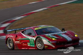 #71 AF Corse Ferrari F458 Italia: Andrea Bertolini, Olivier Beretta