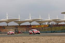 Alexey Dudukalo, SEAT Leon WTCC, Lukoil Racing Team and Gabriele Tarquini, SEAT Leon WTCC, Lukoil Racing Team