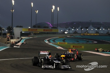 Bruno Senna, Williams leads Sebastian Vettel, Red Bull Racing