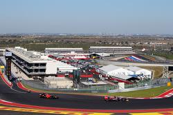 Daniel Ricciardo, Scuderia Toro Rosso leads Charles Pic, Marussia F1 Team