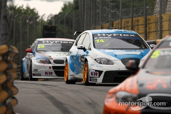Pepe Oriola, SEAT Leon WTCC, Tuenti Racing Team and Mehdi Bennani, BMW 320 TC, Proteam Racing