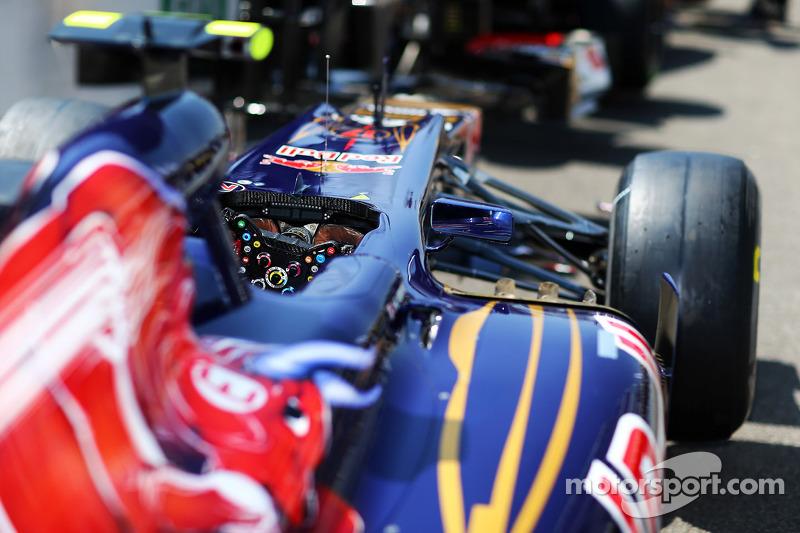 Scuderia Toro Rosso STR7 cockpit detail
