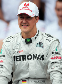F1: Michael Schumacher, Mercedes AMG F1 at a farewell to F1 team photograph