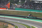Pastor Maldonado, Williams crashes out of the race