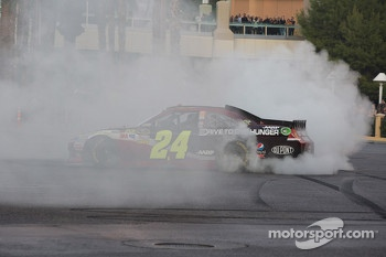 Jeff Gordon does a burnout
