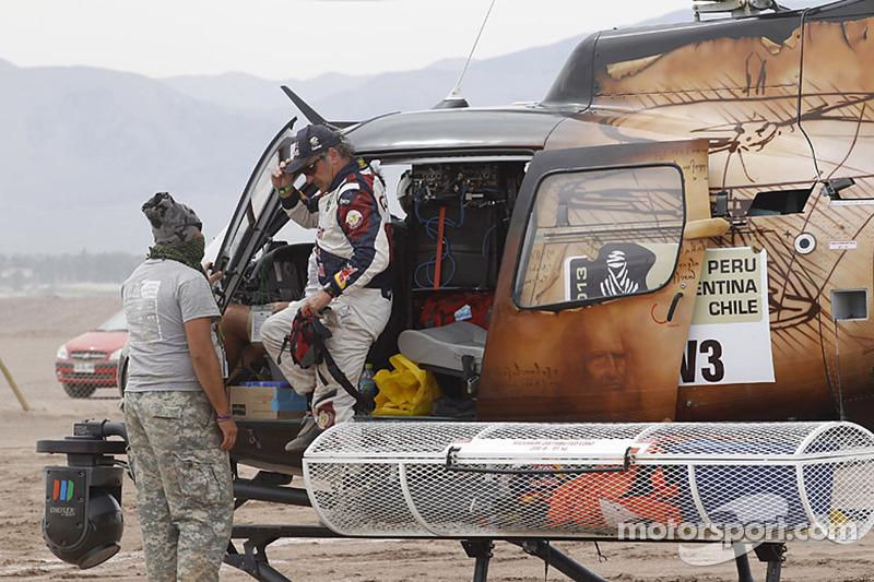 Carlos Sainz retires for the Dakar