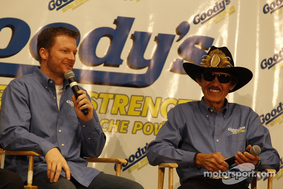 Dale Earnhardt Jr., Hendrick Motorsports Chevrolet and Richard Petty