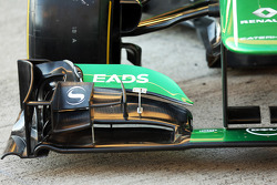 Caterham CT03 front wing