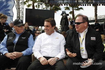 Rick Hendrick, team owner Hendrick Motorsport, Mark Reuss, President General Motors USA, Chip Ganassi, team owner Earnhardt Ganassi Racing