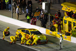 Pit stop for Joey Logano, Penske Racing Ford