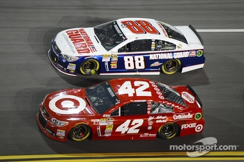 Juan Pablo Montoya, Earnhardt Ganassi Racing Chevrolet and Dale Earnhardt Jr., Hendrick Motorsports Chevrolet