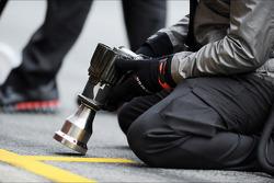 McLaren pit stop air gun