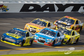 Ricky Stenhouse Jr., Roush Fenway Racing Ford leads Kasey Kahne, Hendrick Motorsports Chevrolet