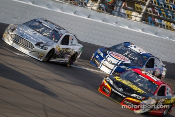 Terry Labonte, Stoddard Ford, Clint Bowyer, Michael Waltrip Racing Toyota, Travis Kvapil, BK Racing Toyota