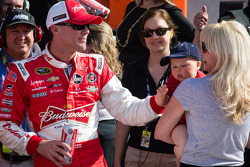 Victory lane: race winner Kevin Harvick, Richard Childress Racing Chevrolet celebrates with wife DeLana