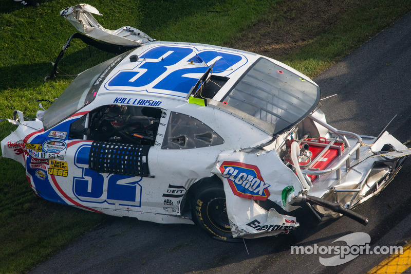 Heavy damage on the car of Kyle Larson