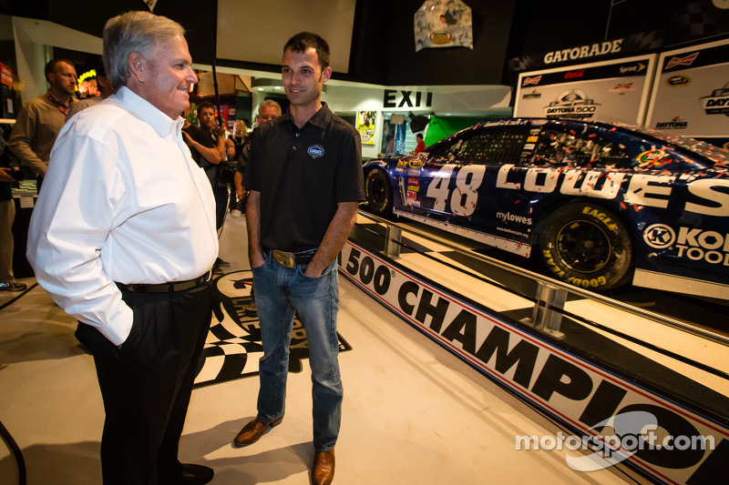 Rick Hendrick shares some thoughts with Hendrick Motorsports crew members