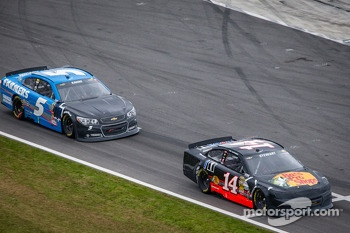 Tony Stewart, Stewart-Haas Racing Chevrolet and Kasey Kahne, Hendrick Motorsports Chevrolet