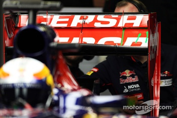 Jean-Eric Vergne, Scuderia Toro Rosso STR8 with flow-vis paint added to his rear wing