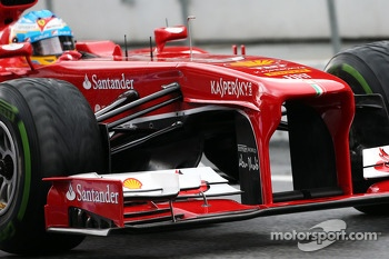 Fernando Alonso, Ferrari F138 front wing and nosecone