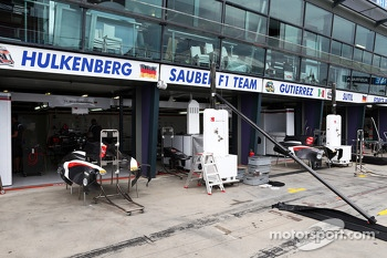 Sauber pit garages