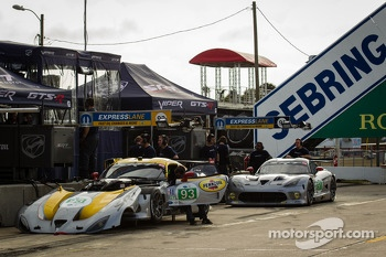 #93 SRT Motorsports SRT Viper GTS-R: Jonathan Bomarito, Tommy Kendall, Kuno Wittmer, #91 SRT Motorsports SRT Viper GTS-R: Ryan Dalziel, Dominik Farnbacher, Marc Goossens
